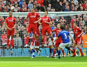 Andy Carroll scores the winner in the FA Cup semi-final against Everton © Trinity Mirror