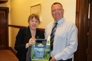 Mark King and MP Maria Eagle with a defibrillator. © Flickr user: Cllr Jake Morrison