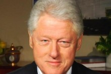 Former US President Bill Clinton has received an honorary degree from the University of Liverpool.