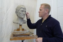A Hollywood sculptor has created busts of Liverpool FC legends Steven Gerrard and Kenny Dalglish.