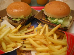 Burgers. Pic © Arnaud 25 Wikipedia Commons