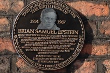 A plaque has been unveiled outside the birthplace of The Beatles manager Brian Epstein.