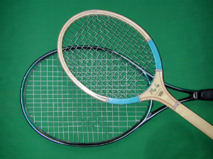 Tennis racquets. Pic © Wikimedia Commons / Core-materials