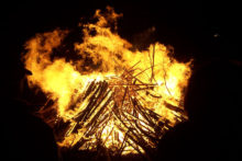 The number of incidents firefighters were called to on Bonfire Night was down by more than a quarter.