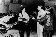 Tributes from the music world and beyond are pouring it for Beatles producer Sir George Martin, who has died at the age of 90.